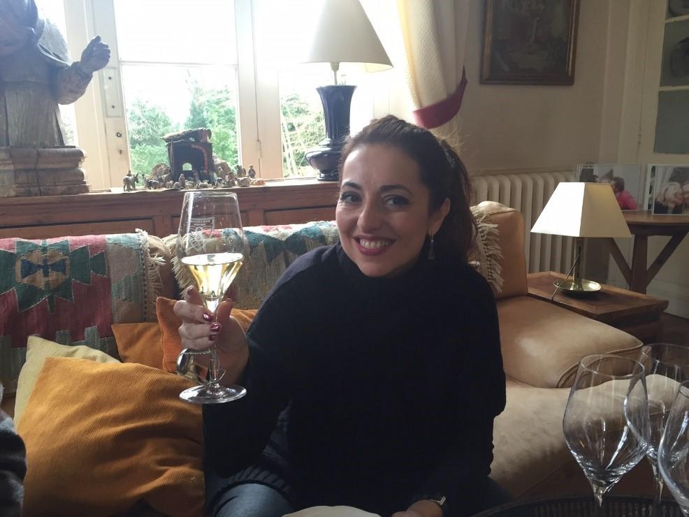 Brindando por un magnífico día con Champagne Infinite Eight